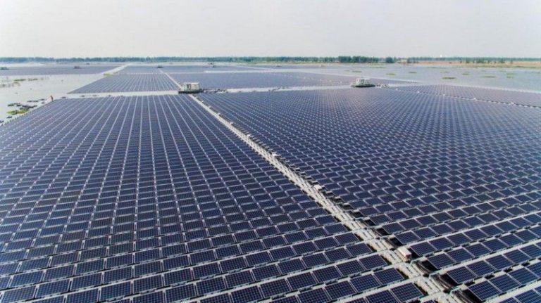 Panel Surya Terbesar di Dunia